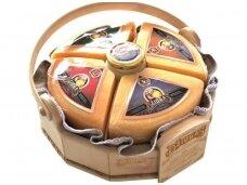 Sūris Džiugas Kolekcija medinėje dėž. 4,2 kg